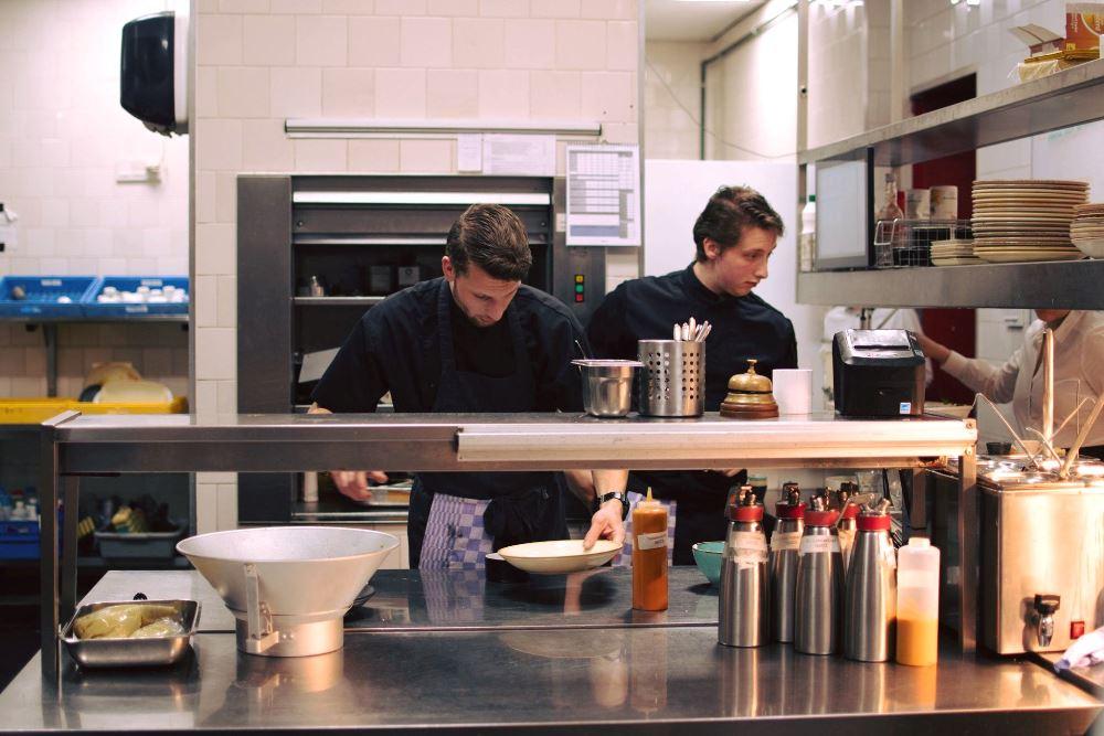Restaurant Fiethuis kookt voor Voedselbank Stad Groningen